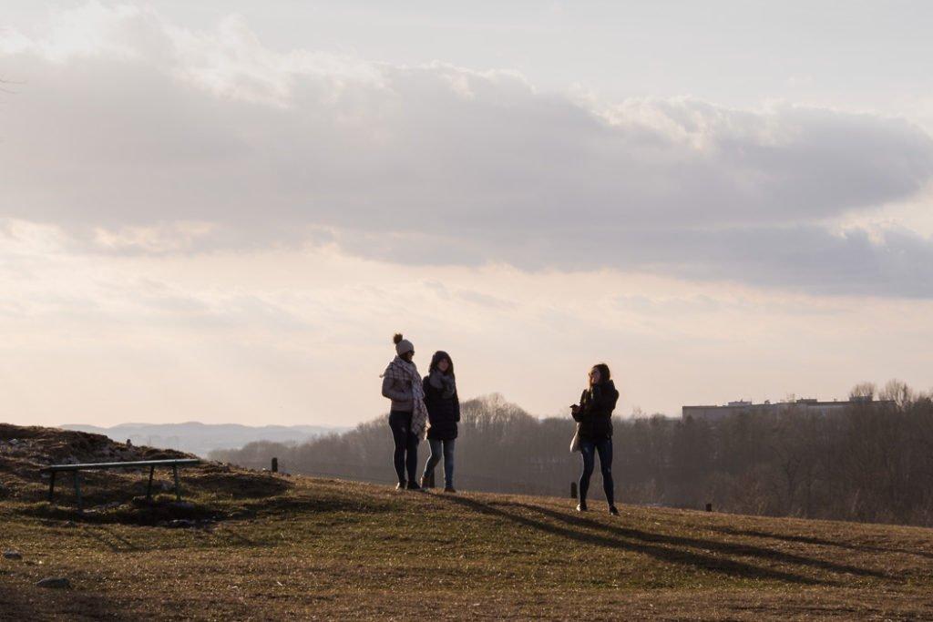 Kopiec Krakusa zimą nie jest aż tak oblegany, ale to wciąż popularne miejsce wśród krakowian.