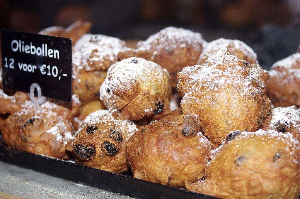 Co zjeść w Amsterdamie? Oliebollen