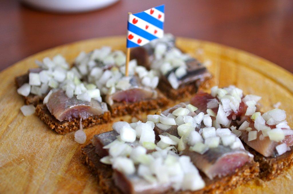 Co zjeść w Amsterdamie? Hollandse Nieuwe