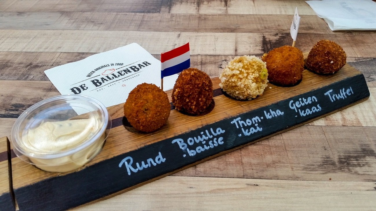 Co zjeść w Amsterdamie? bitterballen