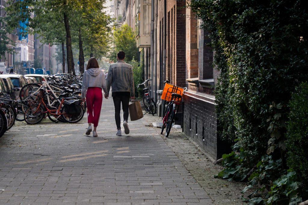 Spacery po dzielnicy De Pijp w Amsterdamie.