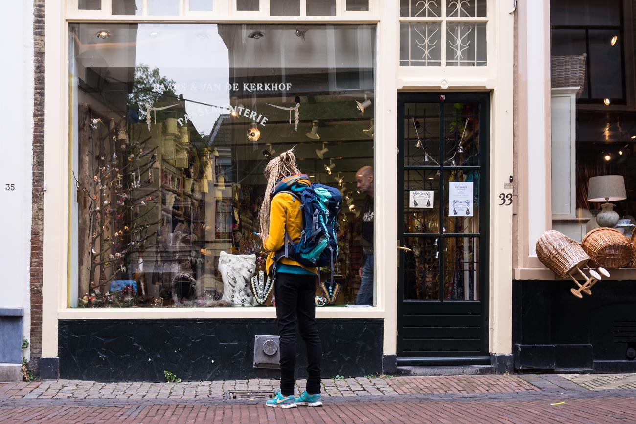 Dziewczyna zwiedzająca Utrecht