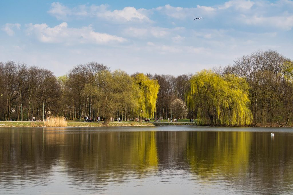 Weekend w Krakowie to weekend w parku. Nad Zalewem Nowohuckim można naprawdę odpocząć!